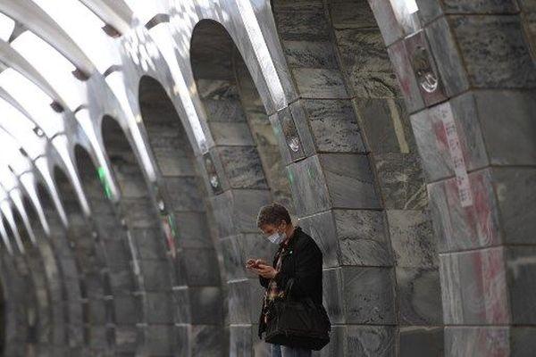 (Image d'illustration ) Les applications de rencontre se multiplient sur les téléphones portables et doivent être utilisées avec prudence