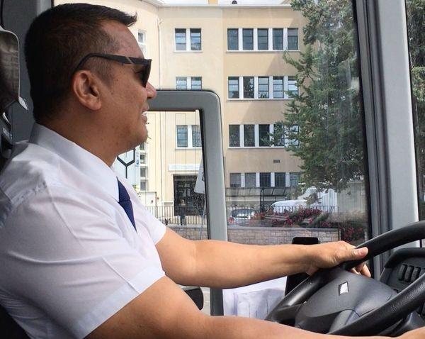 Le chauffeur du BlaBlaBus donne des informations tout le long du trajet.