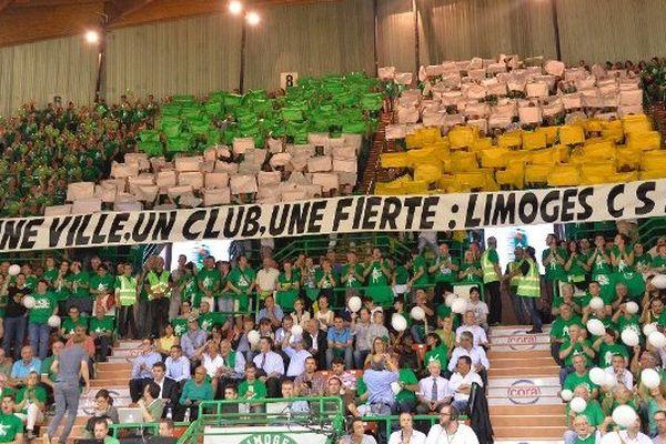 Les supporters du CSP à Beaublanc lors du troisième match de finale, le 18 juin 2015.
