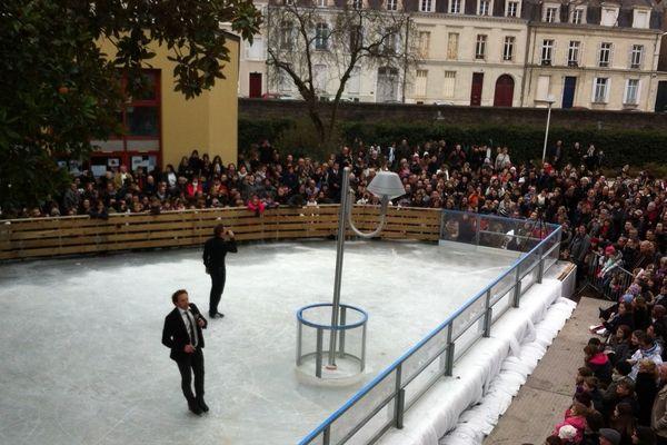Invité dans le cadre de Soleils d'hiver, le champion de patinage artistique Philippe Candeloro est à la patinoire d'Angers ce dimanche 21 décembre