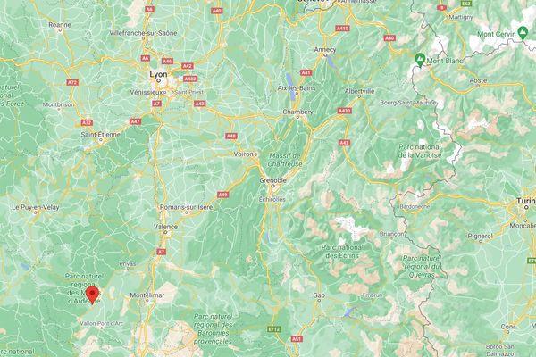 L'accident a eu lieu à Vizenac, au sud au d'Aubenas en Ardèche.