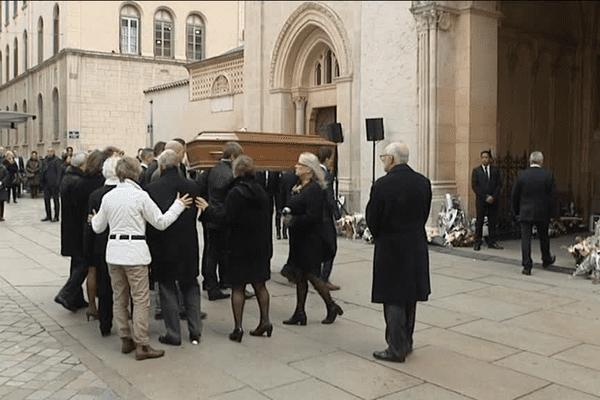 Obsèques : une cérémonie à Saint-Martin d'Ainay pour Caroline Prénat, tuée au Bataclan le 13 novembre dernier lors des attaques terroristes de Paris  - 24/11/15