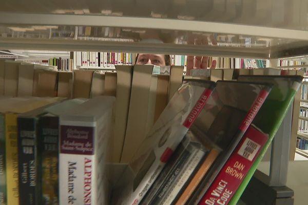 """La bibliothèque du Pont-de-Claix est passée au """"drive"""" pour redémarrer son activité."""