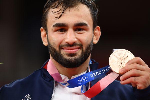 Luka Mhkeidze a remporté une médaille de bronze en judo pour ouvrir le compteur des médailles françaises à Tokyo