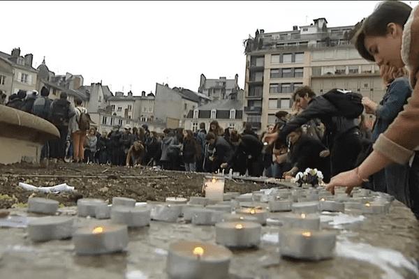 Les marques de soutien aux victimes des attentats seront déplacées de la place de la République à la fontaine de l'Hôtel de Ville