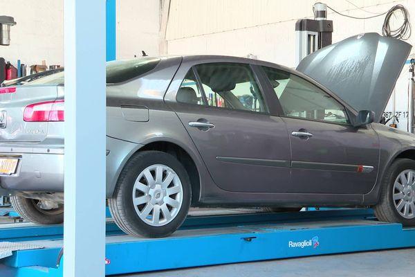 Installés à Saintes et St-Jean-d'Angély, les garages de Solid'Auto permettent de faire réparer les véhicules avec une facture réduite.