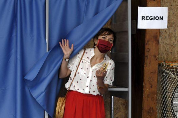 Carole Delga (PS) a provoqué la surprise de ce premier tour des élections régionales d'Occitanie en sortant largement en tête. Avec près de 40% des voix. - 20 juin 2021.