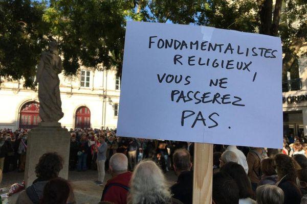 Rassemblement en hommage à Samuel Paty place de la République à Orléans