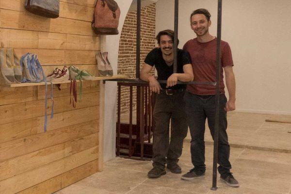 Les fondateurs de la marque Bhallot, dans leur boutique à Toulouse, quartier Arnaud Bernard