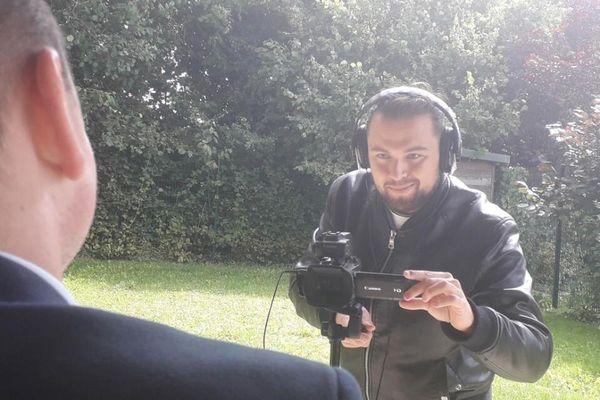Le Bourbonnais Jonathan Verrier interviewe des passionnés de l'émission partout en France