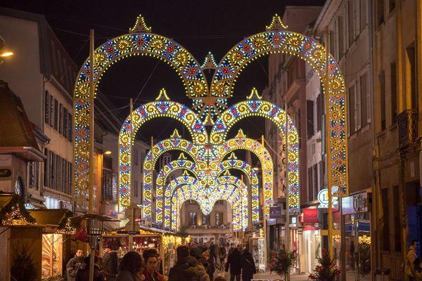 Les arches de l'entreprise Faniuolo font la renommée du marché de Noël de Montbéliard.