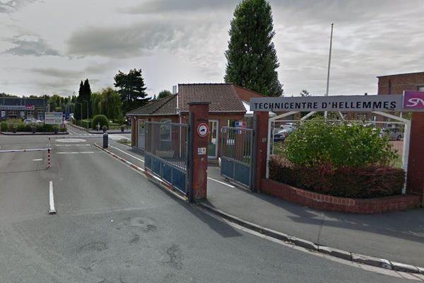 Le technicentre se situe derrière la gare SNCF d'Hellemmes.