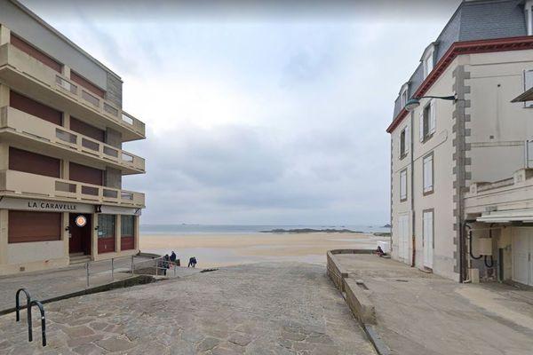 Le jeune homme a été happé par une vague près de l'entrée de la cale de Rochebonne ce 21 août, alors qu'il s'y promenait sur le bord (ici en 2019).