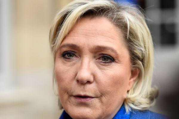 """Marine Le Pen suggère de """"confisquer """"l'Aquarius"""" à l'ONG qui l'affrète"""