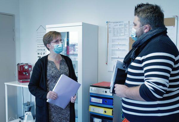 Jeremy Diebold le CPE avec Valérie Boisseau l'infirmière. Régulièrement ils font le point sur les situations porteuses de risques.