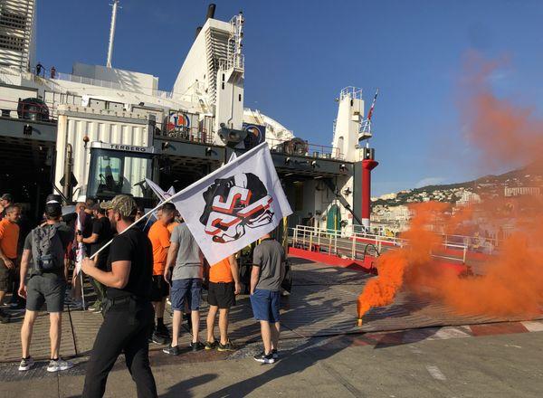 En juin dernier une intersyndicale menait une grève dans les ports de l'île et à Marseille pour demander des comptes à la direction de l' Méridionale et à la STEF, l'actionnaire principal.
