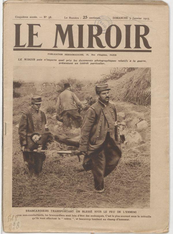 Deux brancardiers évacuant des blessés sur le front lors de la Guerre 14-18
