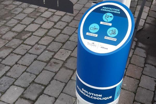 JCDecaux a déployé 40 distributeurs de solution hydroalcoolique dans 40 abribus à Troyes