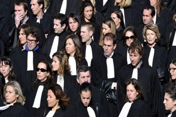 le 6 décembre 2012, les avocats du barreau de Marseille se rassemblent. Quelques jours plus tôt, Me Raymonde Talbot a été tué à son cabinet