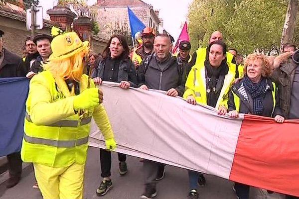 Quelques centaines de manifestants défilaient ce mercredi 8 mai à Nemours en Seine-et-Marne.