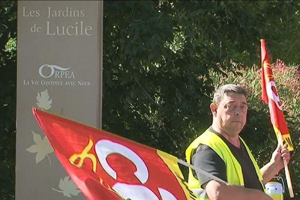 Une partie du personnel de l'EHPAD ORPEA d'Echillais (17) était en grève hier