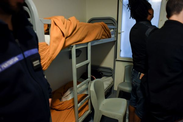 À la Maison d'arrêt de Meaux (Seine-et-Marne), l'occupation approche les 200% et 30 postes de surveillants sont vacants.