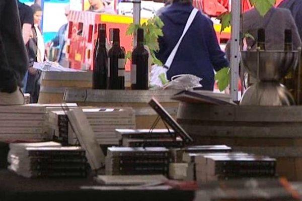 """Le festival """"Vins Noirs"""" : des polars à lire sans modération, des vins à déguster avec clairvoyance"""