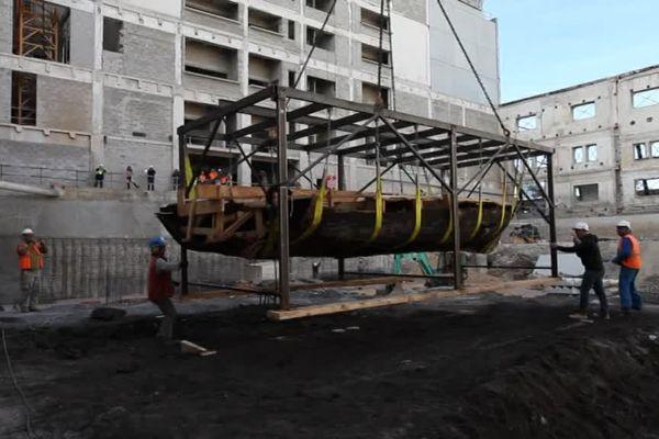 Des embarcations du 19ème siècle retrouvées lors de fouilles sur le chantier de l'ancien siège de la SNCM par des archéologues de l'Inrap.