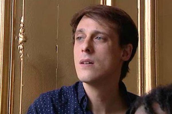 Le chanteur Grégory Turpin.