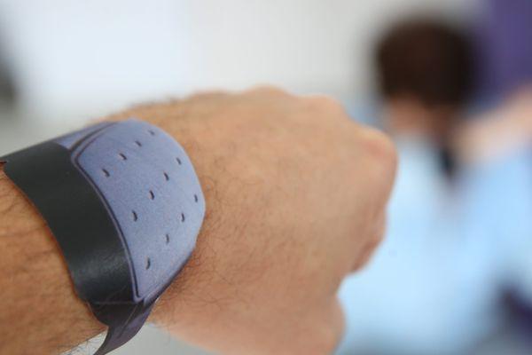 La bracelet anti-rapprochement va être déployé à partir du mois de novembre à Reims et dans 30 juridictions en France