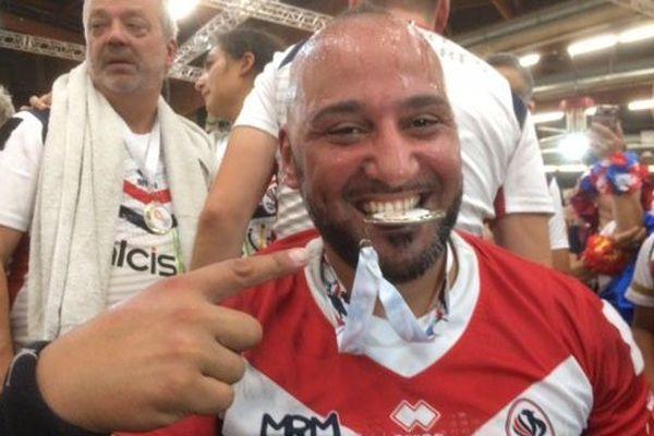 La joie des treizistes fauteuil français après leur sacre face à l'Angleterre à Perpignan