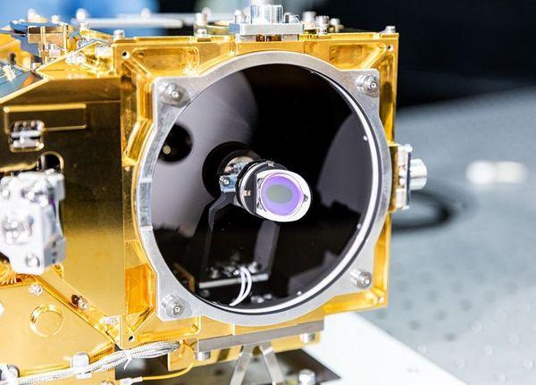 L'instrument SuperCam en test à l'IRAP, avant sa livraison au Jet Propulsion Laboratory de la Nasa pour son intégration sur le rover de la mission Mars 2020.