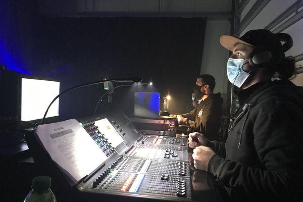 """Les techniciens sont venus bénévolement assurer la captation du concert d'Antoine Garrel chez Audioespace : """"c'est un projet solidaire pour les artistes mais qui nous fait aussi du bien."""""""