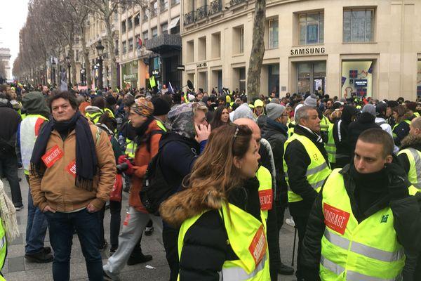 Des gilets jaunes sur les Champs-Elysées pour l'acte VIII du mouvement, samedi 5 janvier 2019.