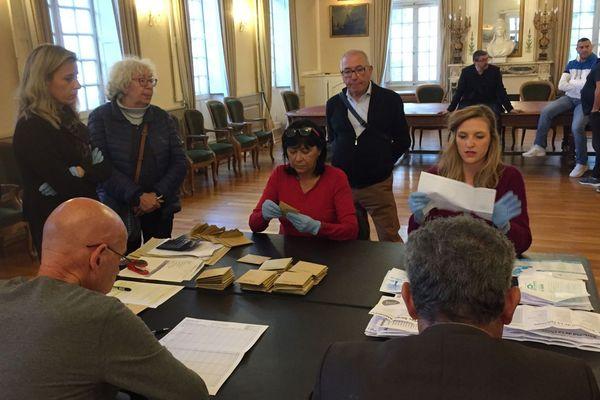 15/03/2020. Dépouillement à Carpentras (Vaucluse) du premier tour des élections municipales.