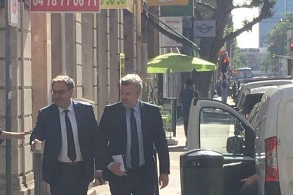 David Kimelfeld, président de la Métropole de Lyon, est venu à pied ce lundi matin en préfecture du Rhône pour un petit-déjeuner avec le Président de la République