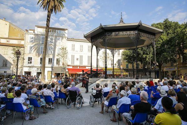 Jammin'summer session sur le kiosque (Place Nationale)