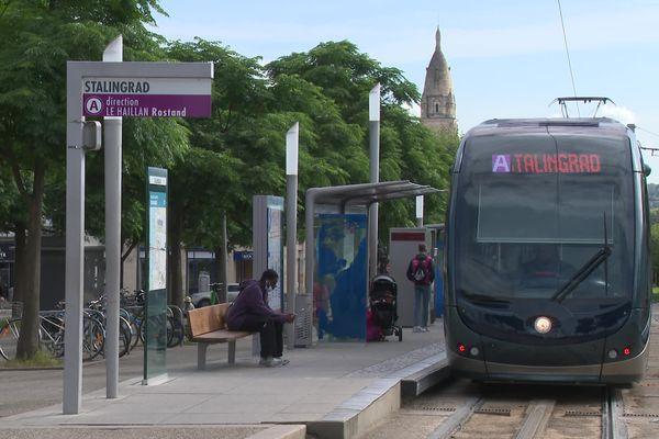 La ligne A du tramway bordelais à l'arrêt Stalingrad