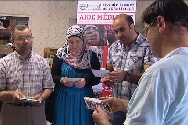 Pour aider la Syrie, Stephane Chergabi (de dos au premier plan), en France depuis 1985, a rejoint une association caritative.