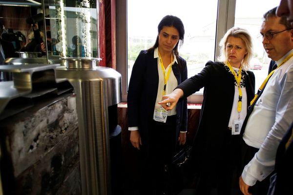 Les députées LREM Sonia Krim et Barbara Pompili à l'usine de retraitement des déchets de la Hague