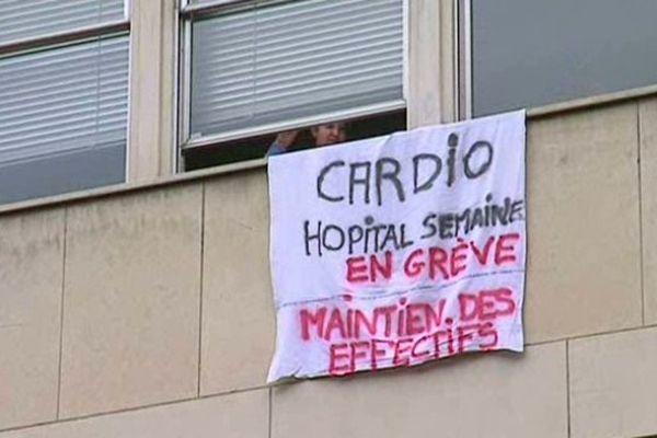 """A l'hôpital Montpied, le service de cardiologie dit """"de semaine"""" est en grève depuis le 17 novembre."""
