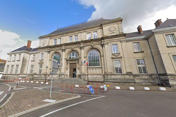 La procureure de Châlons-en-Champagne (ici, le palais de justice) a confié l'enquête à la sûreté départementale de la Marne (composante de la police).