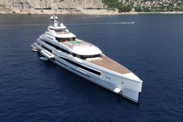 Lana, super yacht de 107 mètres, photographié par Julien Hubert avec un drone.