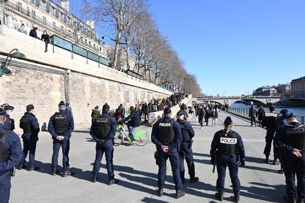 Les quais de Seine à Paris en train d'être évacués (©Préfecture de police)