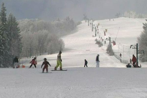 La neige est toujours présente, les skieurs aussi au Schnepfenried
