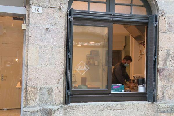 Laurent Favre-Mot dans son nouveau restaurant au cœur de la cité médiévale de Dinan.