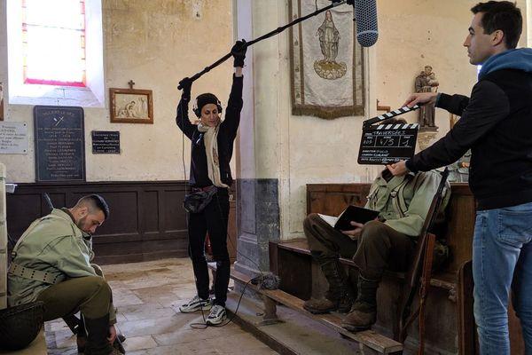 """Le réalisateur italien Giulio Lucchini en plein tournage de """"Traversées"""" dans l'église de Villiers-le-sec pour les Kino D-Day"""