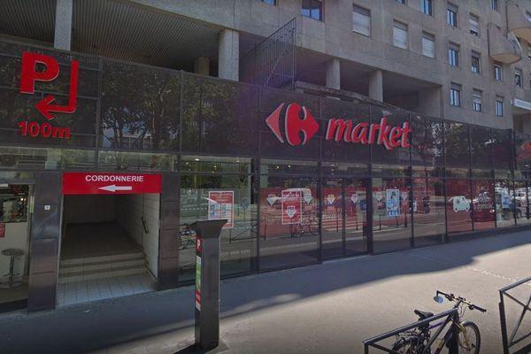 Le Carrefour Market de Boulogne-Billancourt (Hauts-de-Seine) où une souris a été trouvée par une cliente au milieu des baguettes de pain.