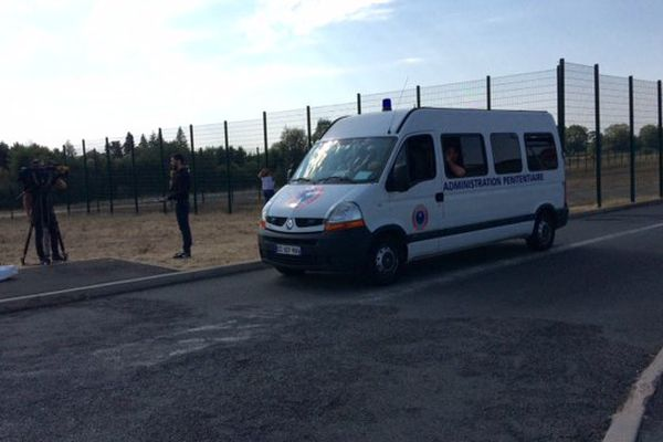 80 prisonniers vont être transférés vers des établissements pénitentiaires d'ici ce soir