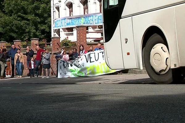 Les écoliers de Créquy ont peur de monter à bord du bus scolaire.
